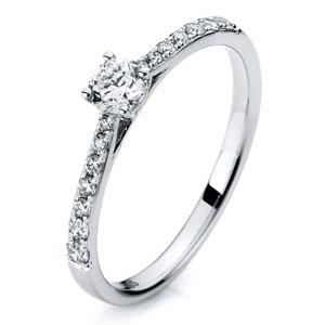 moderner Verlobungsring mit mehreren Diamanten / Brillanten